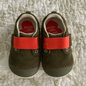 Stride Rite Toddler 5.5 Wide Sneakers